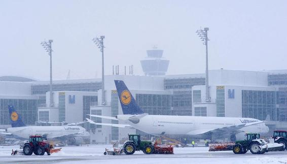 Winter service on the eastern apron