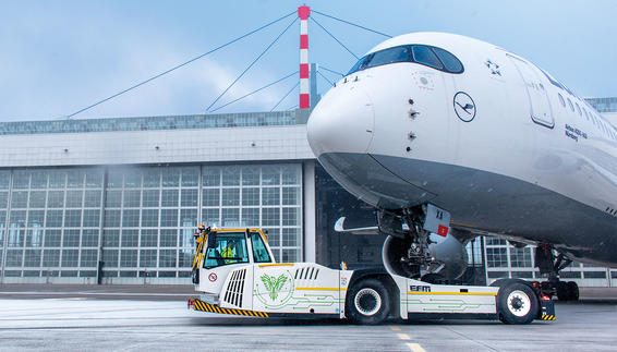 """PHOENIX"" E enables handling of aircraft up to 352t and reaches speeds up to 32 km/h"
